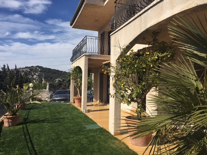 Spacious House with Amazing Monte Carlo and Sea view, holiday rental in La Turbie