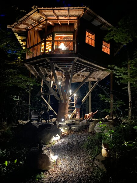 The Magical Treehouse - Perfect for Couples!, holiday rental in Saint Regis Falls