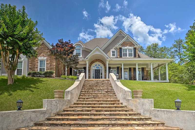 Private Forest Mansion: Movie Theatre, On-Site Gym, holiday rental in Dallas