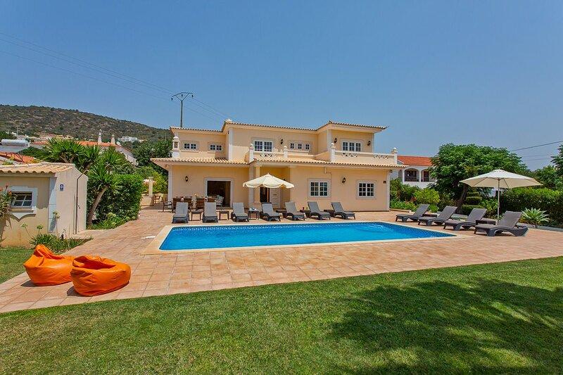 Spacious villa near Vilamoura, heated pool, WI-Fi, vacation rental in Vilamoura