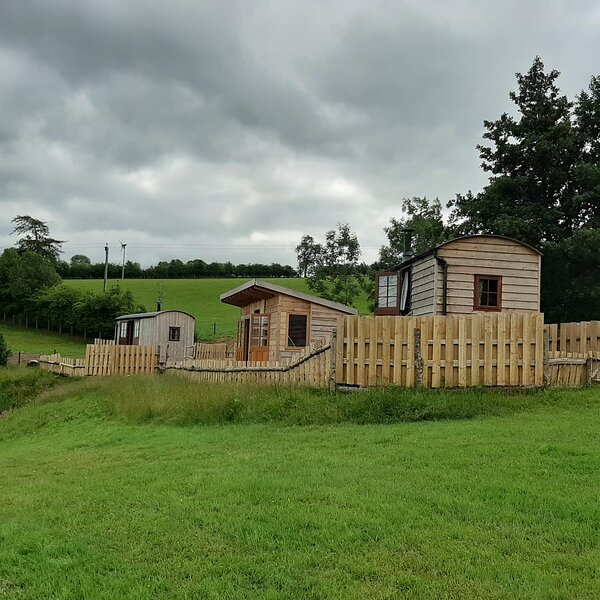 1 Bed Foxgloves Hut in Clun Valley Countryside, vacation rental in Kerry