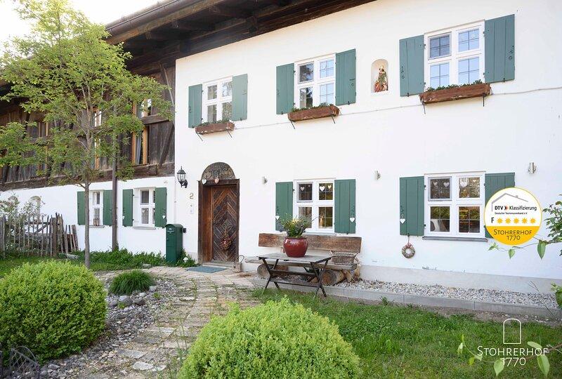 Denkmalgeschützter 5 Sterne Bauernhof - Exklusiv für bis zu 11 Personen, holiday rental in Feldafing