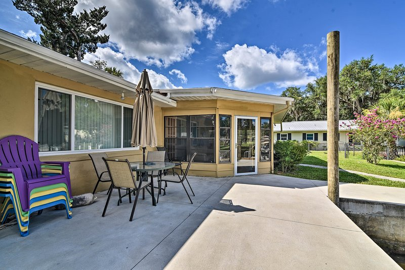 Seek out the sunshine at this Homosassa home!