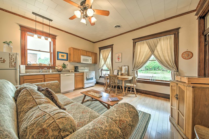 NEW! 'Healer's Suite' Central to Historic Downtown, vakantiewoning in Washington