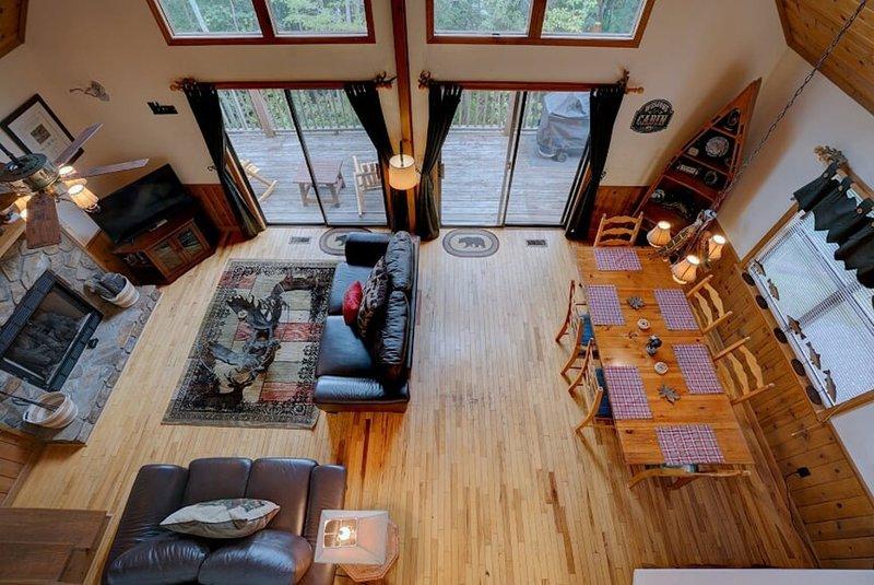 Hosteeva Log Cabin on Eagle Nest, 15 Min to Smoky Mountains, holiday rental in Nantahala Township