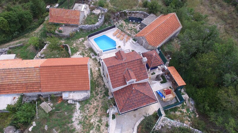 Sarici Holiday Home Sleeps 4 with Pool and Air Con - 5860090, holiday rental in Velim