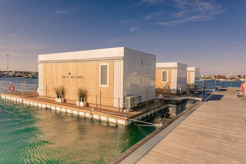Aqua Resort Giulianova - Houseboat Experience, holiday rental in Giulianova