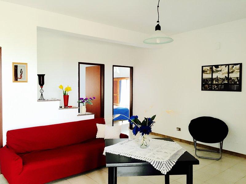 Cozy Beach Apartment 100 metres from the beach, Alcamo Marina, Sicily, Italy, vacation rental in Alcamo Marina