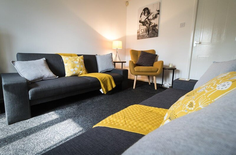 Ideal Home next to Queens Park - Manchester, vacation rental in Ashton-under-Lyne