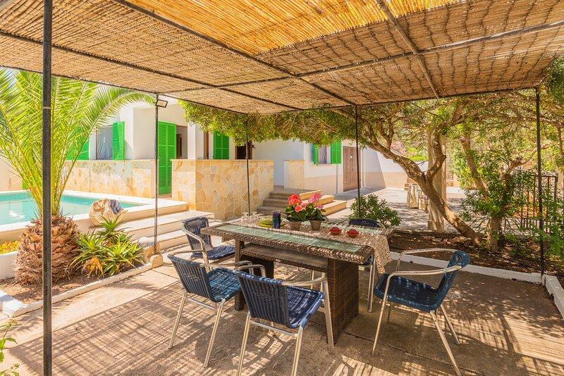 Villa Es Pinar, Es Cap Des Moro, holiday rental in Santanyi