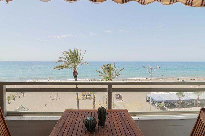 Seashore Classy Apartment with Parking (C24), vakantiewoning in Rincon de la Victoria