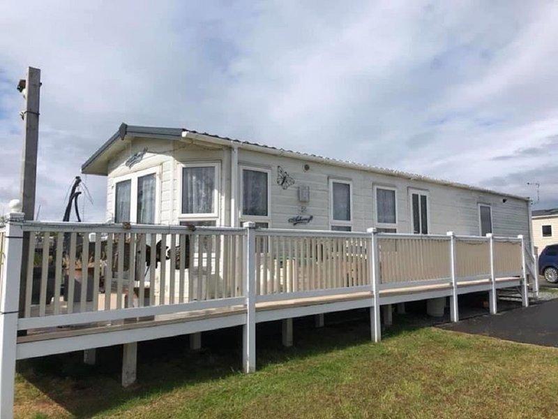 D51 Luxury 2 bedroom/ 6 berth caravan for rent, holiday rental in Roos