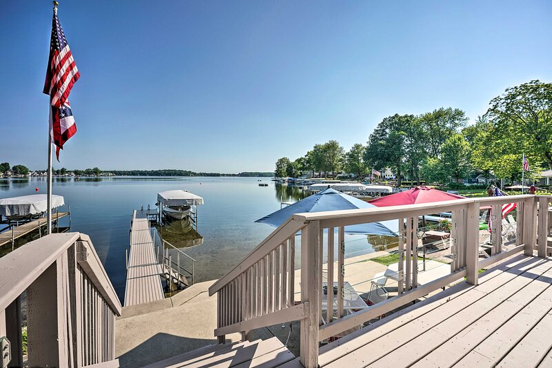 Lake George Cottage w/Dock, Fire Pit & Kayaks, holiday rental in Coldwater