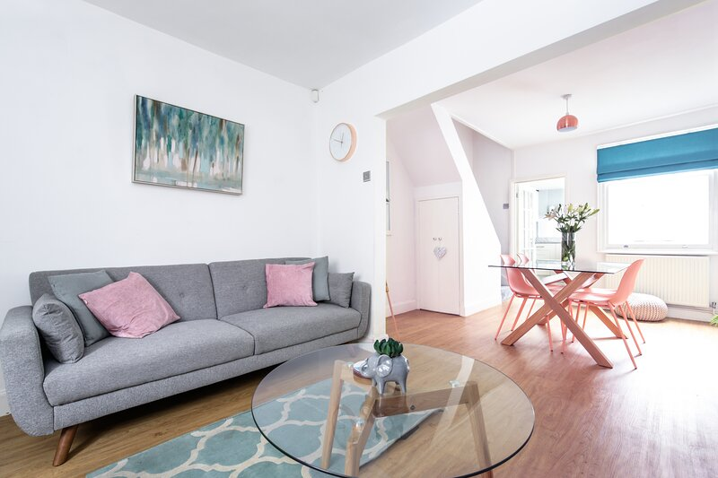Beautiful City Centre Cottage - Double & King/Twins, vakantiewoning in Bruera