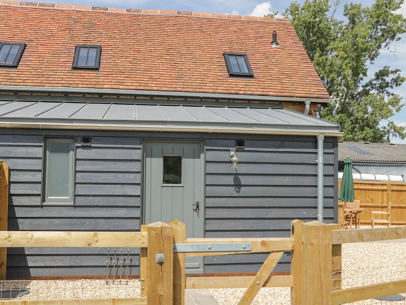 Kingfisher, 2 The Old Stables, Eynsham, holiday rental in West Hanney