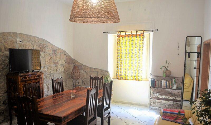 'Duas Pedras' appartamento nel cuore di Bosa, holiday rental in Bosa Marina