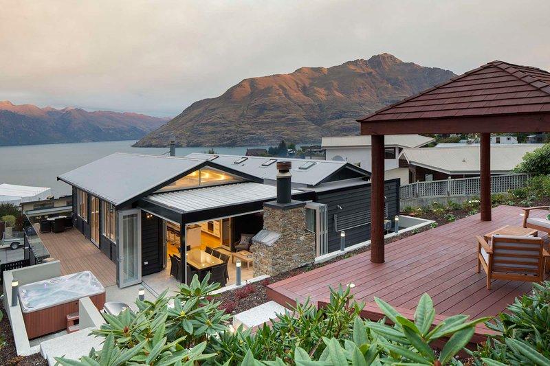 Mountain Vista, luxury Queenstown holiday home, vacation rental in Queenstown