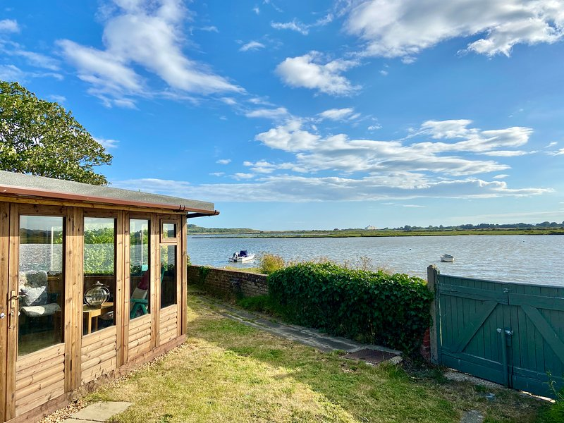 Direct Water Frontage 4 Bedroom House On Mudeford Harbour with Stunning Views, Ferienwohnung in Mudeford