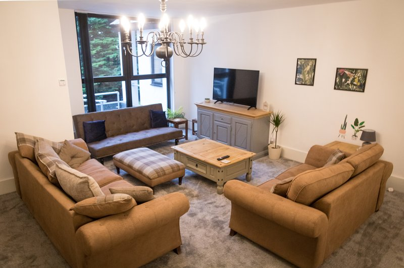 Ideal Home away at Thorncliffe Apartments 3, vacation rental in Salford
