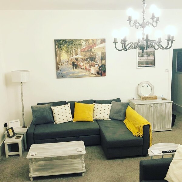 Ideal Home away at Thorncliffe Apartments, vacation rental in Salford