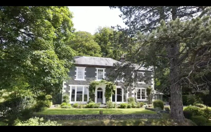 Stunning Character Family Home - 7 en-suite, hot tub hire and chef available., vacation rental in Eskdalemuir
