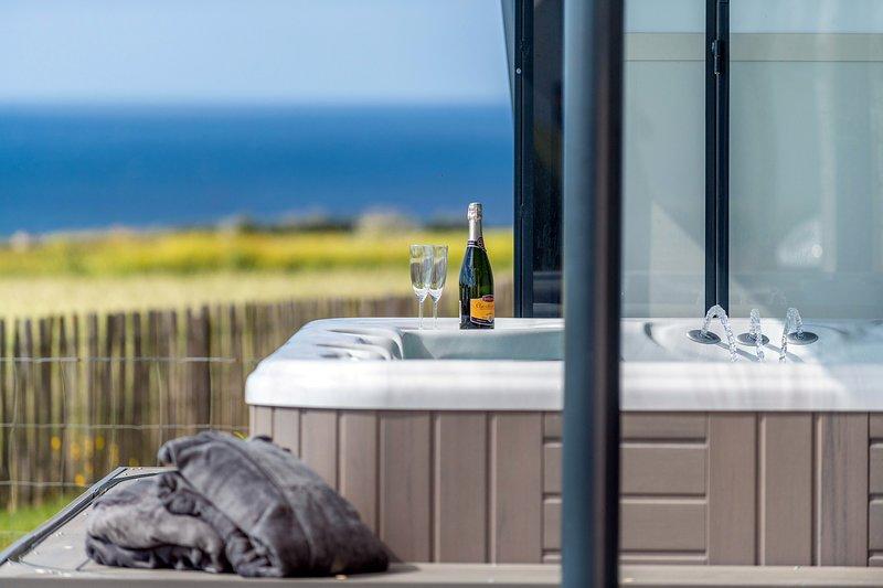 La maison des gardiens de l'océan avec spa à Plougonvelin, Bretagne, Finistère, vacation rental in Ploumoguer