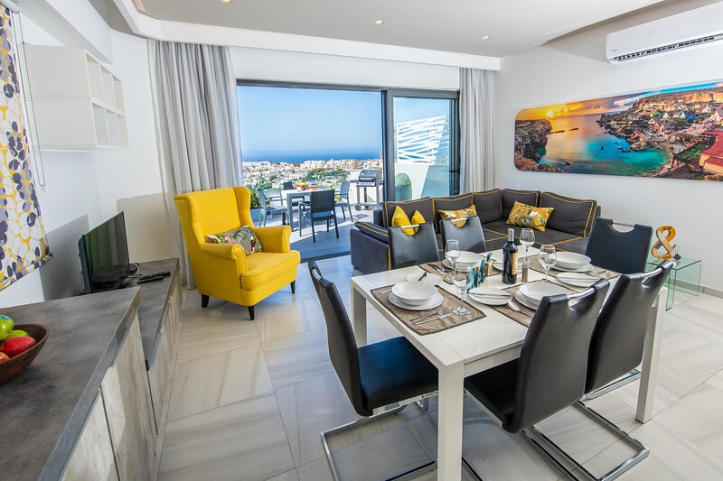 Artist Terrace Luxury Penthouse Apartment, vacation rental in Mgarr
