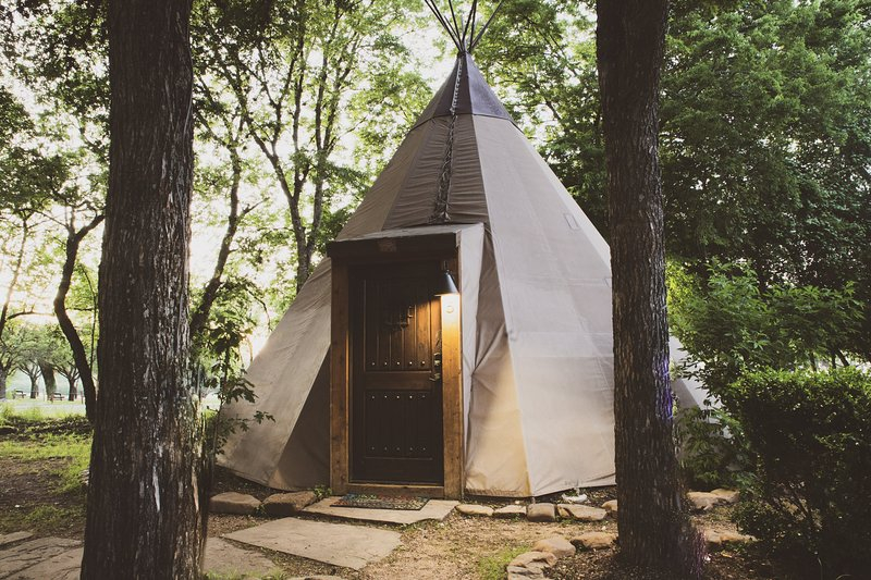 Yellow Flower Tipis 5 on Guadalupe River, alquiler vacacional en New Braunfels
