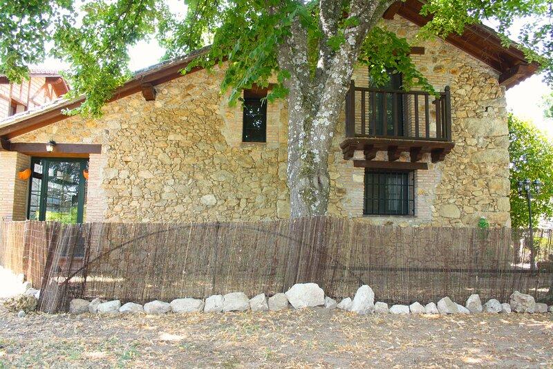 Casa Rural de alquiler integro Paraje de Yuste (2-8 personas), vacation rental in Cabezuela del Valle