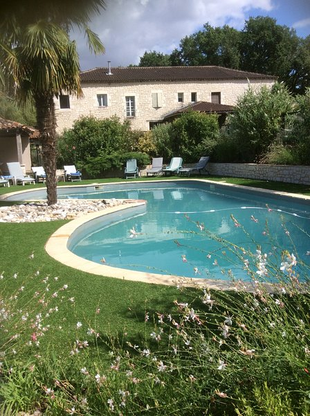 Renovated Farm House with Private Pool, location de vacances à Brens