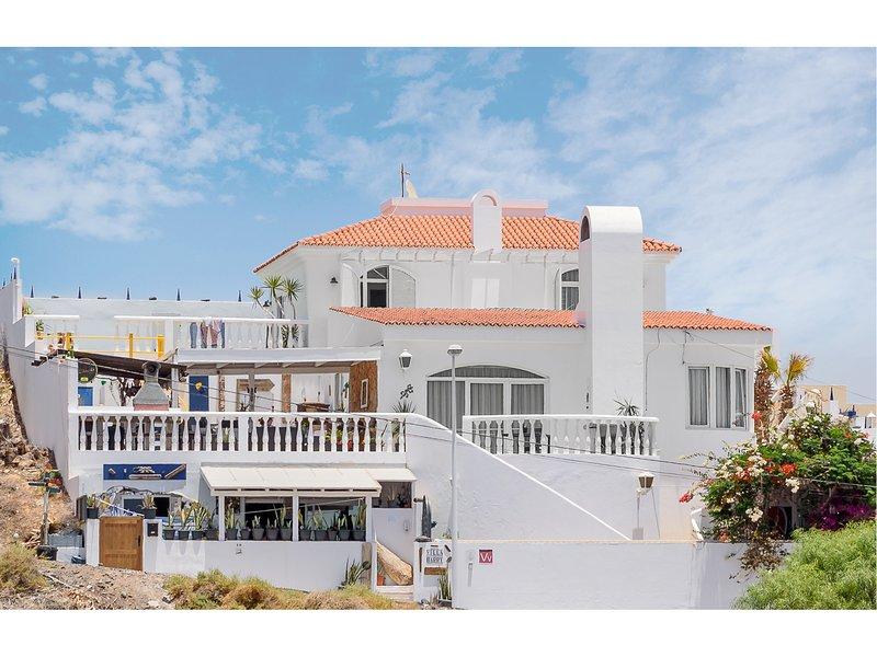 Spacious Luxury Villa with Amazing Sea Views,  Private Pool, Games Room, Bar, holiday rental in Tarajalejo