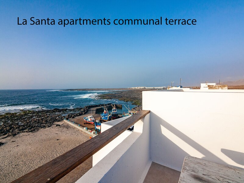 La Santa 2- Frontline apartment with amazing sea views from communal terrace, holiday rental in Soo