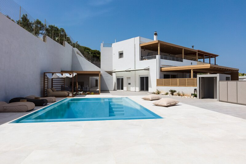 Puzzle Residence, A unique brand-new residence of high aesthetic, vacation rental in Giannoudion