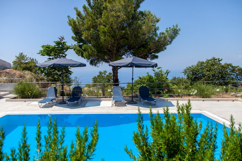 Villa Endless Blue With Private Pool Ideal for Families, vacation rental in Exanthia