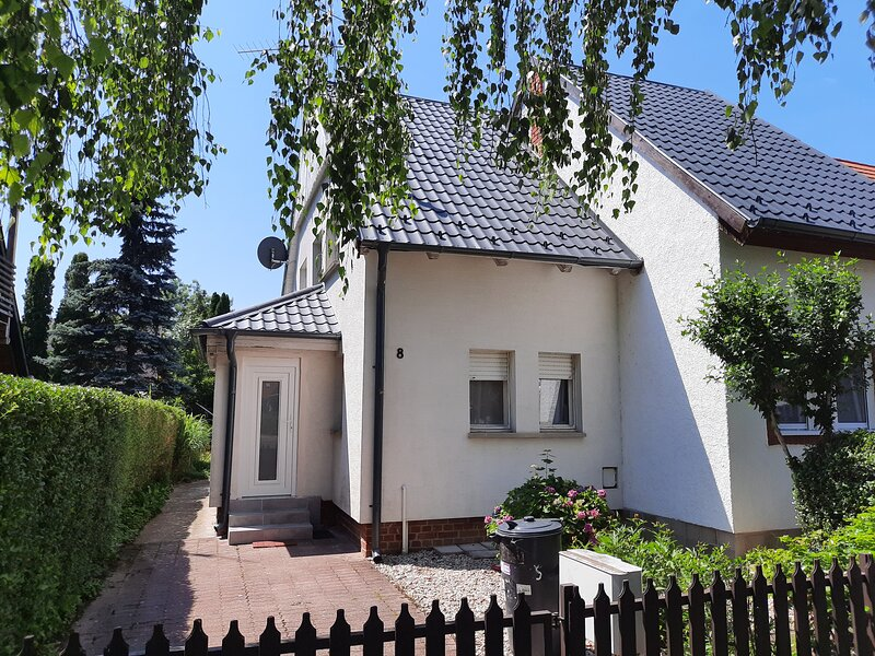 Ferienhaus Nefelejcs, vacation rental in Szakony