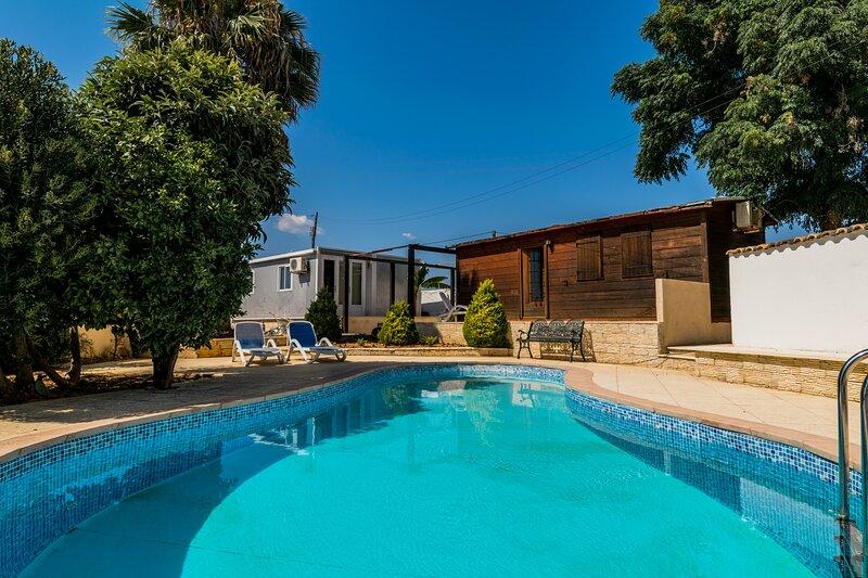 Orchis Yellow Villa, Alcantarilha, Algarve, alquiler de vacaciones en Alcantarilha