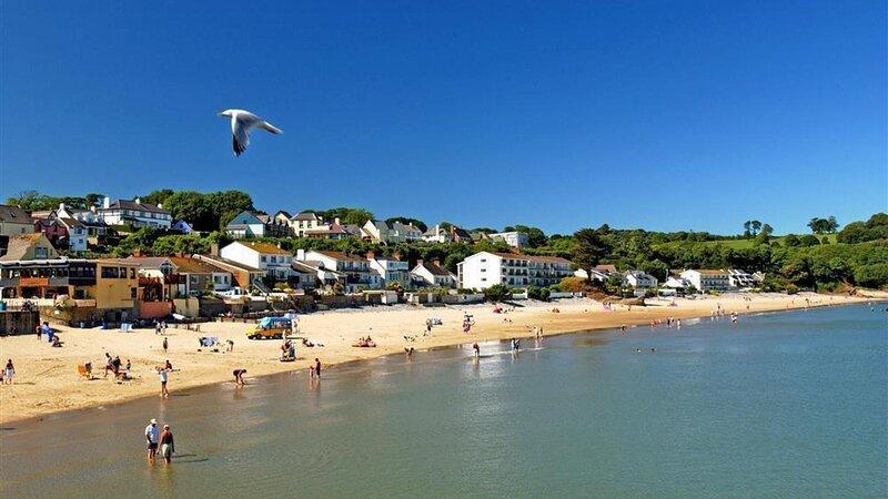 view-across-saundersfoot-beach
