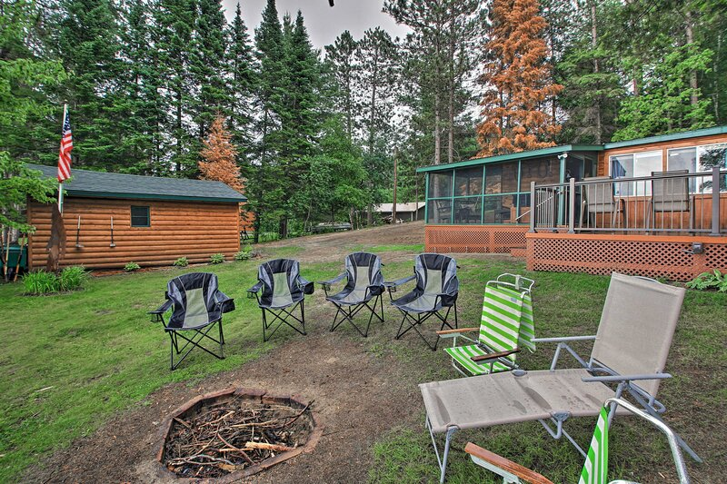 NEW! Rustic Pequot Lakes Cabin w/Dock on Loon Lake, holiday rental in Pine River