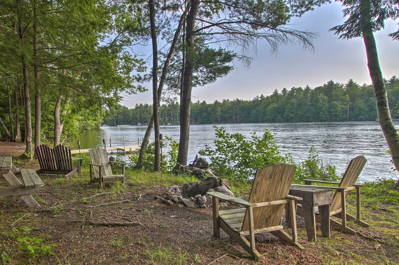 NEW! Pet-Friendly Lake House w/ Dock + Fire Pit!, alquiler vacacional en Cornish