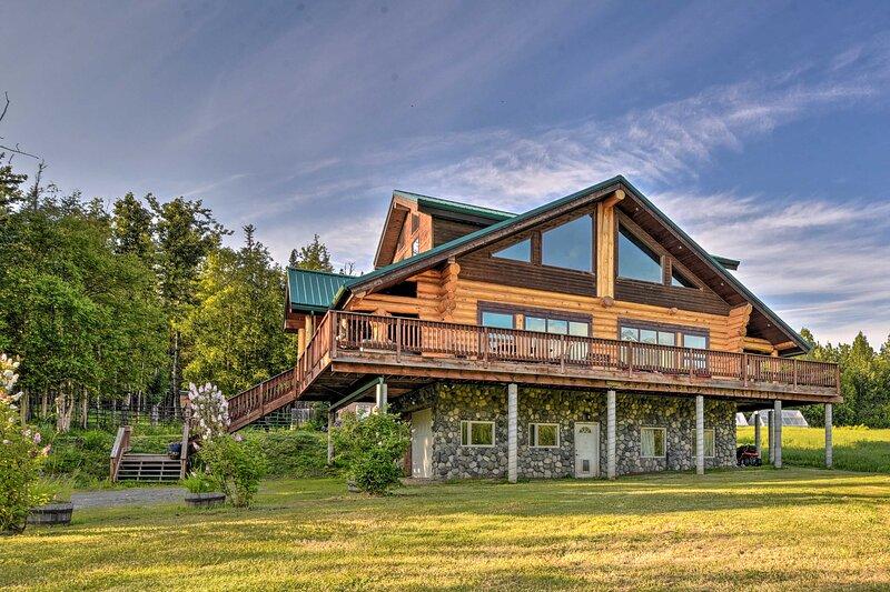 NEW! Legacy Mountain Lodge: 40-Acre Ranch w/Views!, alquiler vacacional en Chickaloon
