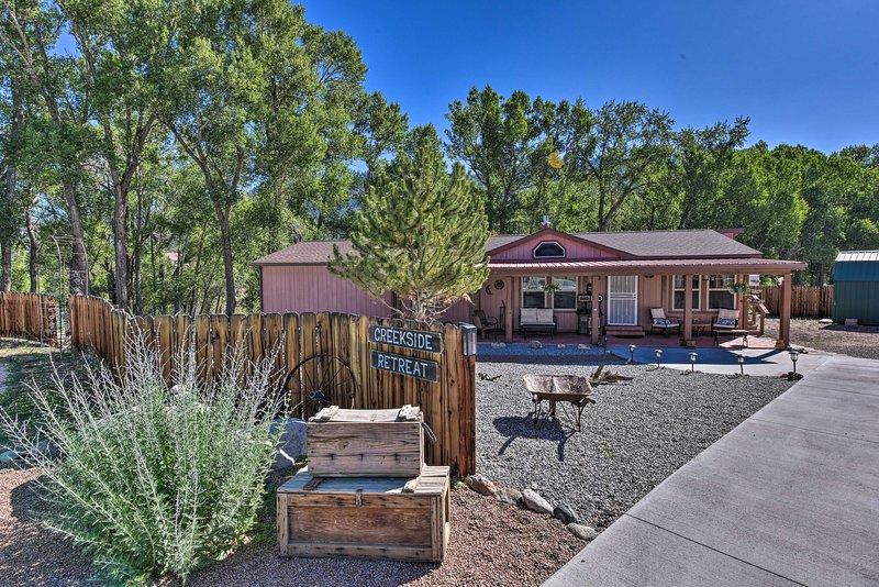 Buena Vista Home on Cottonwood Creek Near Main St!, holiday rental in Johnson Village