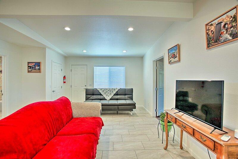 NEW! Cozy Morongo Valley Home 17Mi to Palm Springs, alquiler de vacaciones en Morongo Valley