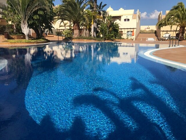 Roof Terrrace / Four Poster Bed / Holiday Villa in Corralejo with Shared Pools, holiday rental in Corralejo