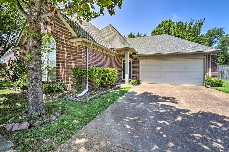 Memphis House w/ Yard 25 Minutes to Beale Street!, vacation rental in Southaven
