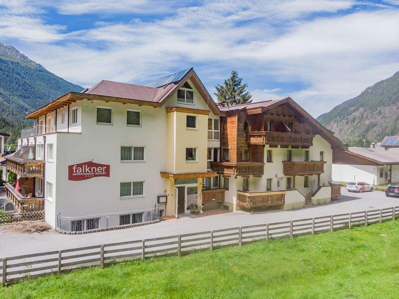 Falkner, holiday rental in Oberlangenfeld