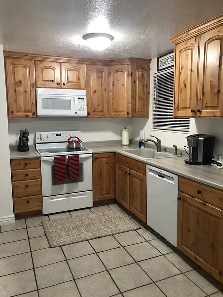 Fun House with game room and hot tub, vacation rental in Taylorsville