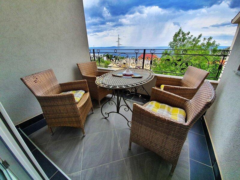 Veliko Brdo Apartment Sleeps 5 with Air Con - 5860457, vacation rental in Veliko Brdo
