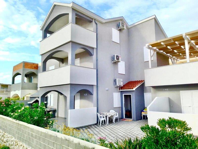 Two bedroom apartment Pag (A-18370-b), location de vacances à Bosana