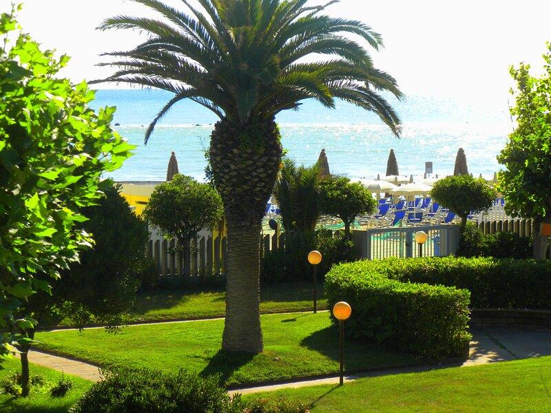 Casa Vacanza Con Accesso Diretto In Spiaggia, vacation rental in Fonte Umano-San Martino Alta