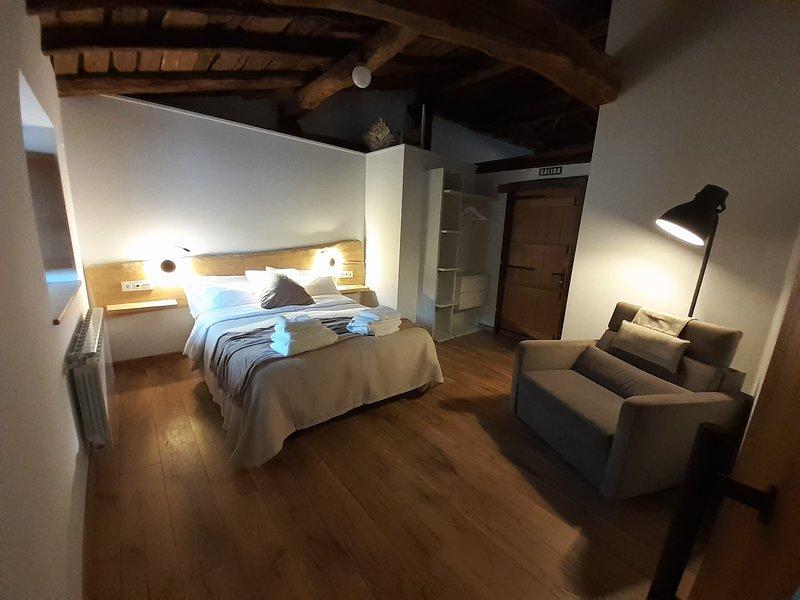 Casa Rural Errandonea (Navarra)  Alquiler completo 16 + 2 plazas. Renovada 2020, vacation rental in Bertizarana